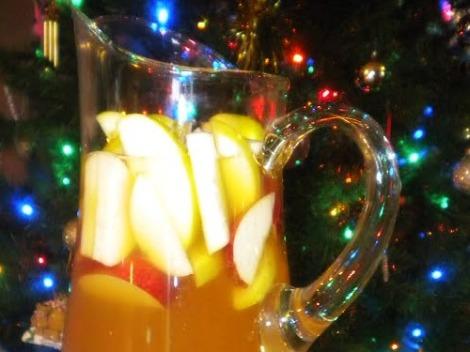 Sparkly-Apple-Ginger-Sangria-for-Wintertime-Bliss-fi (2)